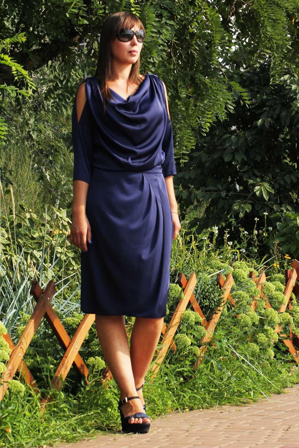 Синий шелковый костюм