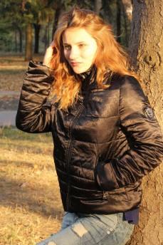 Куртка черная стеганая с воротником стойка и скрытым капюшоном