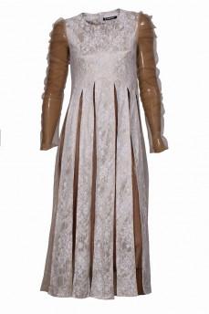 Бежевое гипюровое платье с клиньями сетка