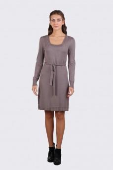 Платье дымчатого цвета с вырезом карэ