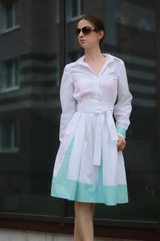 Платье рубашка белое с голубыми клиньями