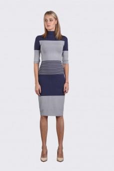 Трикотажное  платье в сине серую полоску поперек со стойкой