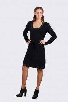 Платье черное с вырезом карэ и металическими стразами