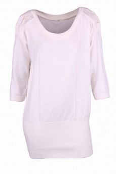 Белый пуловер с вязаным кружевным рукавом