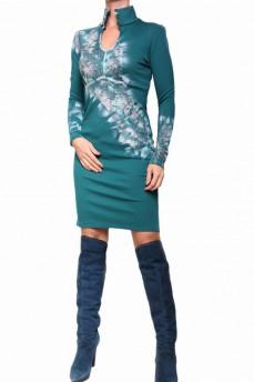 Платье-футляр изумрудное с воротником стойка и каплей