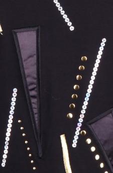 Гольф с геометрическим рисунком вышитым золотой нитью