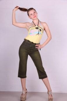 Капри джинсовые оливкового цвета