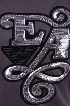 Оливковая футболка с буквами из серебряных паеток