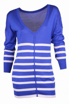 Удлиненный пуловер с глубоким вырезом