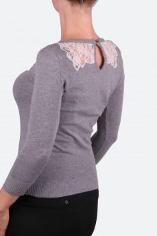 Вязаный пуловер с кружевными вставками