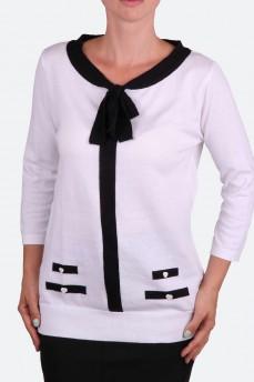 Белый пуловер с черным бантом