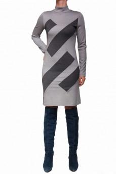 Платье прямого силуэта с прямоугольниками по косой и камнями